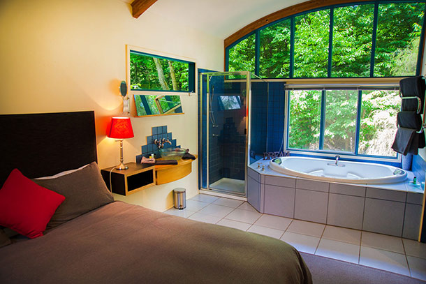 The Studio - Deluxe King Size bed and Spa at Ashwood Cottages