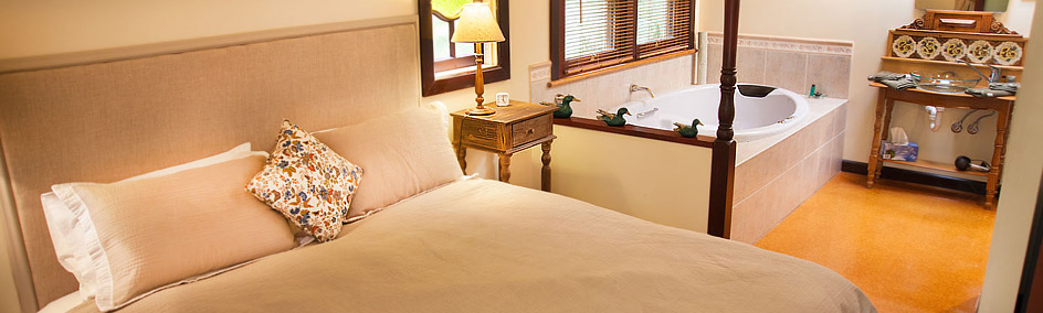 Deluxe King Size Spa at Ashwood Cottages, Bright
